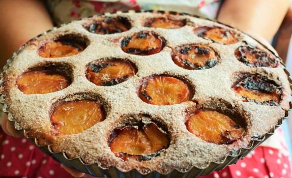 Ciasto sojowe ze śliwkami i nasionami chia