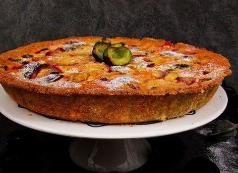 Amarantusowa tarta ze śliwkami